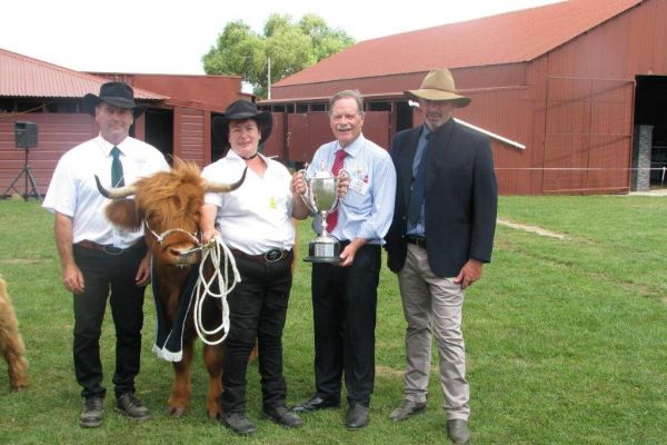 2017-02-17-etta-james-of-kellean-supreme-scottish-beef-of-show-masterton-a-p-show-showen-by-woolly-manor-moos-and-presented-by-geoff-smith-ras-president5AC016C4-2BAA-F373-AD81-59A0A066C02C.jpg